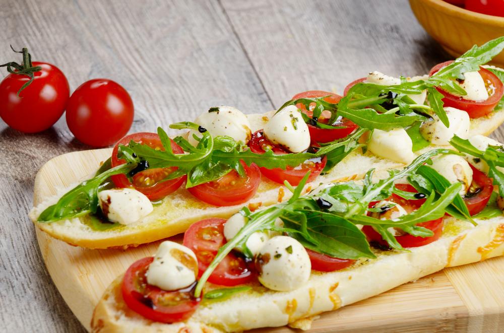 Smörgås med tomat och mozarella